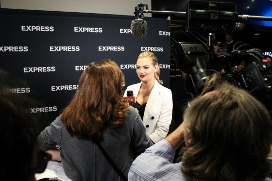 Kate-Upton-ExpressLove-Express-San-Francisco-6479